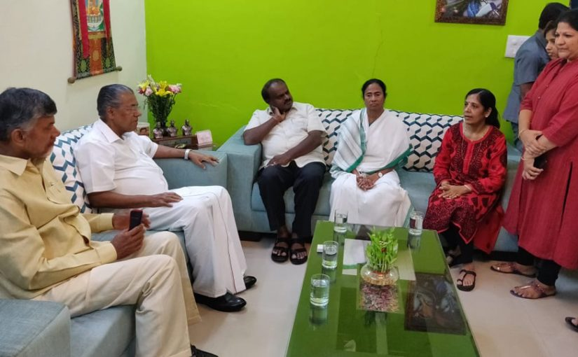 Four CMs SUPPORT Kejriwal